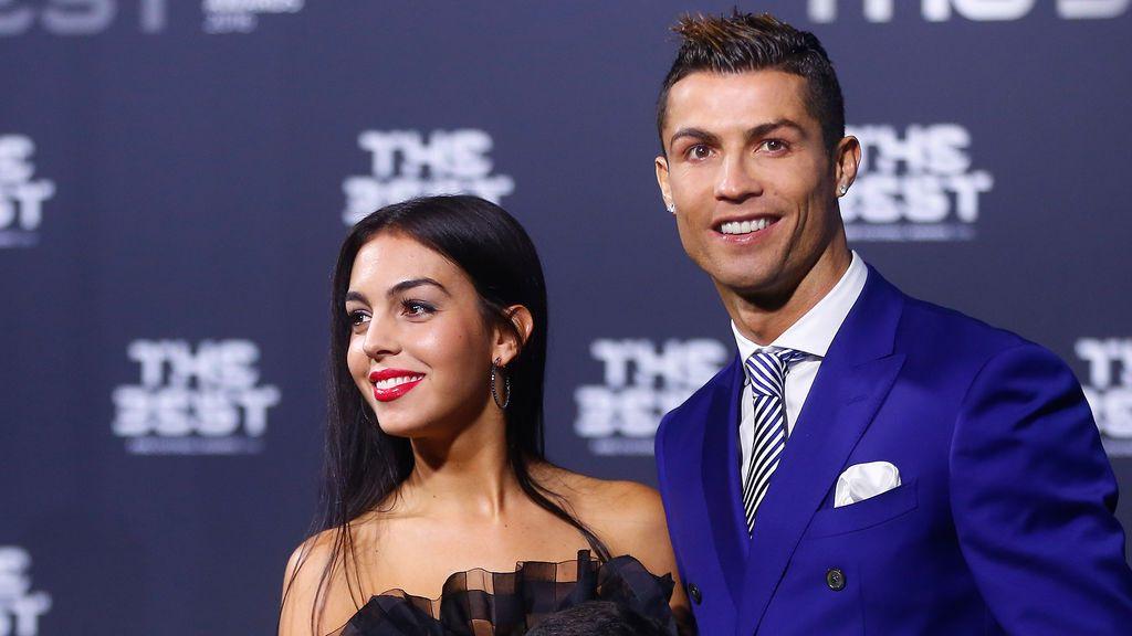 Georgina, la novia de Cristiano Ronaldo, presenta a su 'mellizas' en redes sociales