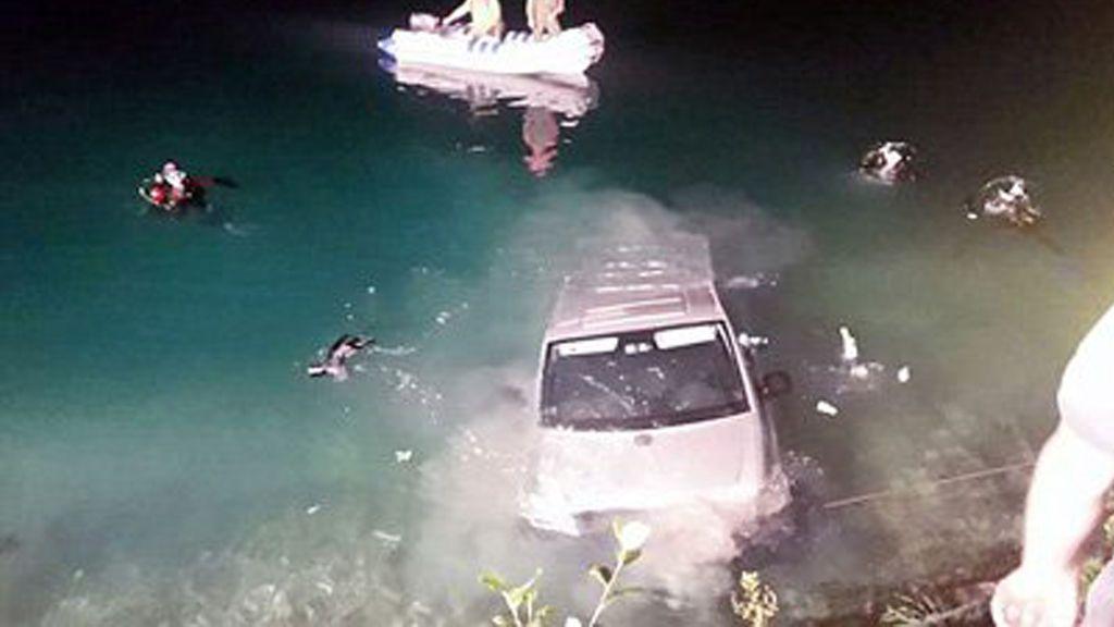 Mueren después de que su coche cayese a un lago mientras tenían relaciones sexuales