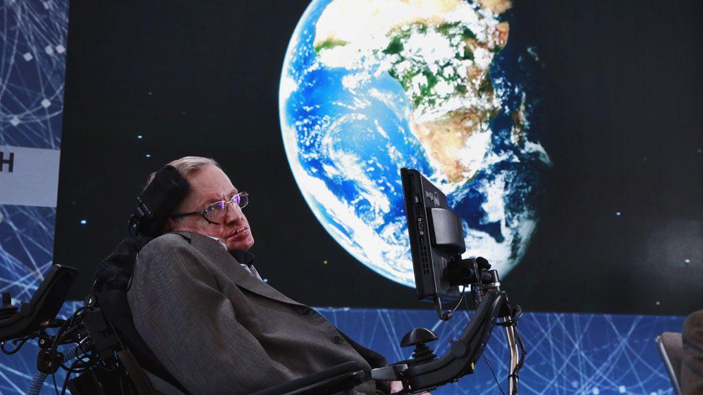 Stephen Hawking, convencido de que el humano debe abandonar la Tierra en 30 años