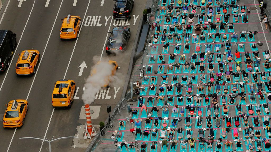 Yoga en pleno Times Square, Nueva York