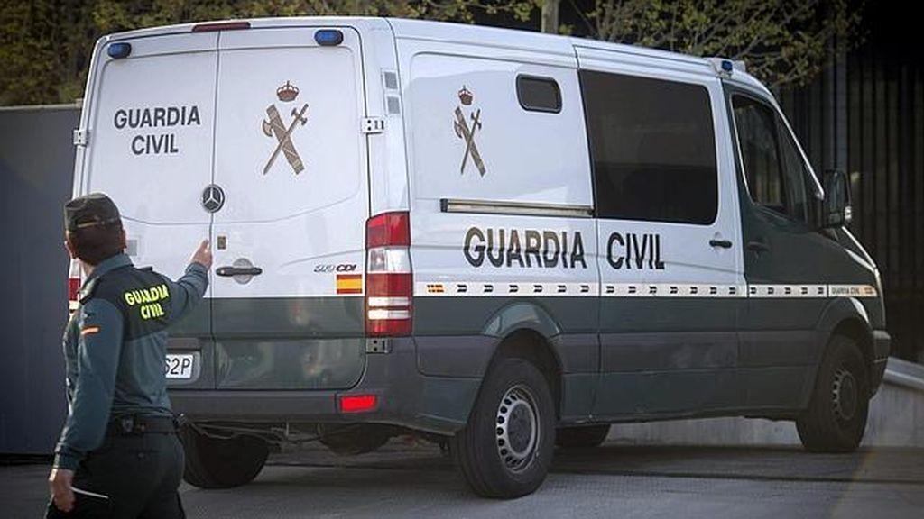 Detenidos unos padres acusados de vender a su hija de 14 años por 5.000 euros y una furgoneta