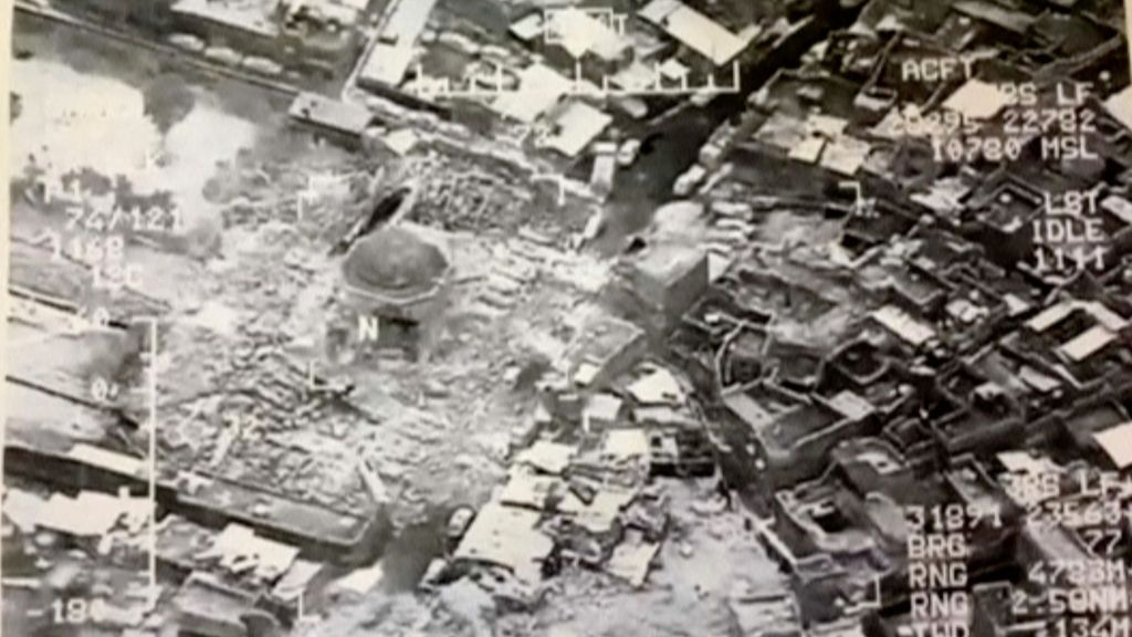 La histórica mezquita de Mosul dinamitada por el EI