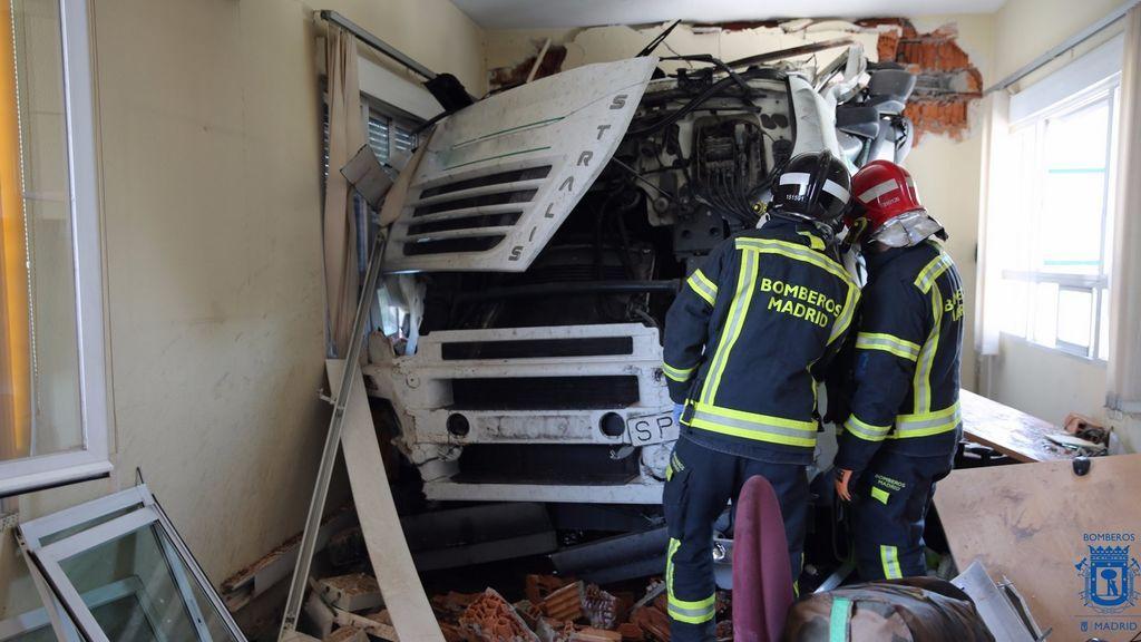 Empotra su camión contra una fábrica porque no le dejaban pasar con chanclas