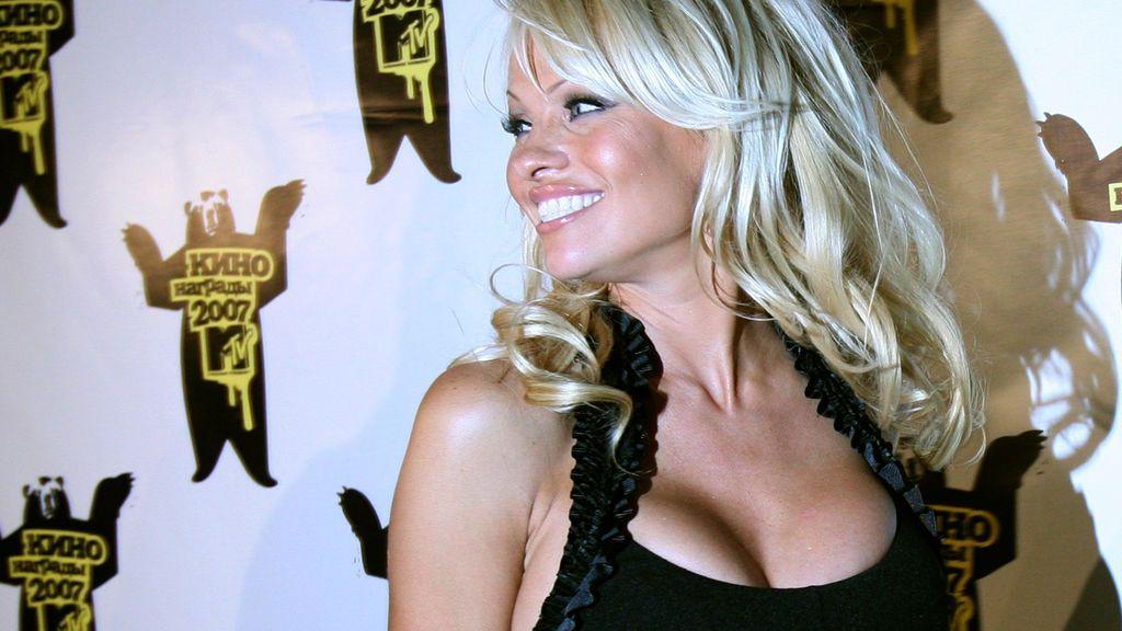 ¡Futbolista, vigilante de la playa y viceversa! ¿Con que jugador de nuestra Liga han pillado a Pamela Anderson?