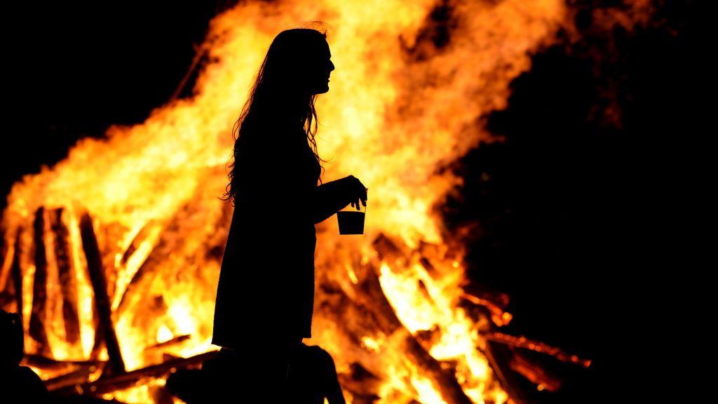 Hogueras, fuegos artificiales y alcohol: llega la fiesta con la noche de San Juan
