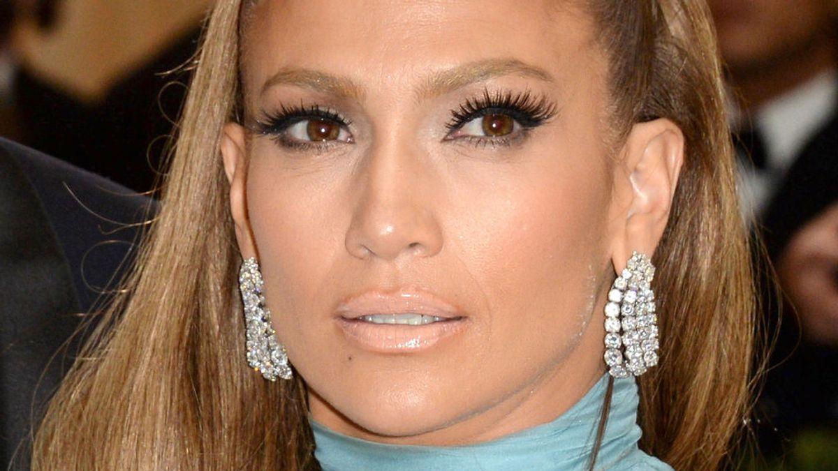 Jennifer Lopez presume de abdominales y enciende a la Red