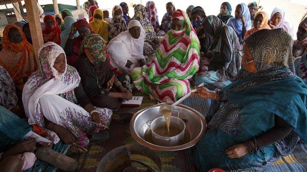 Consejos de cocina y una cesta de la compra para combatir el hambre en Mauritania