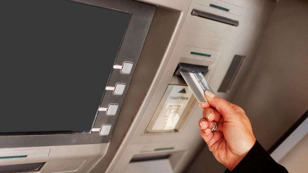 Cinco cosas en las que te debes fijar antes de sacar dinero en un cajero