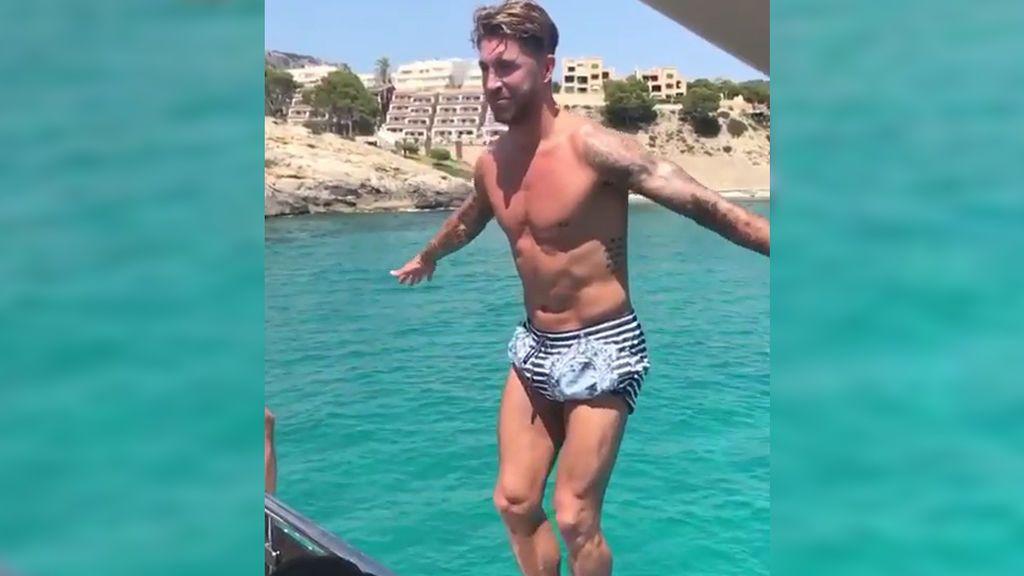 Sergio Ramos y su 'mortalaco' en sus increíbles vacaciones en Ibiza