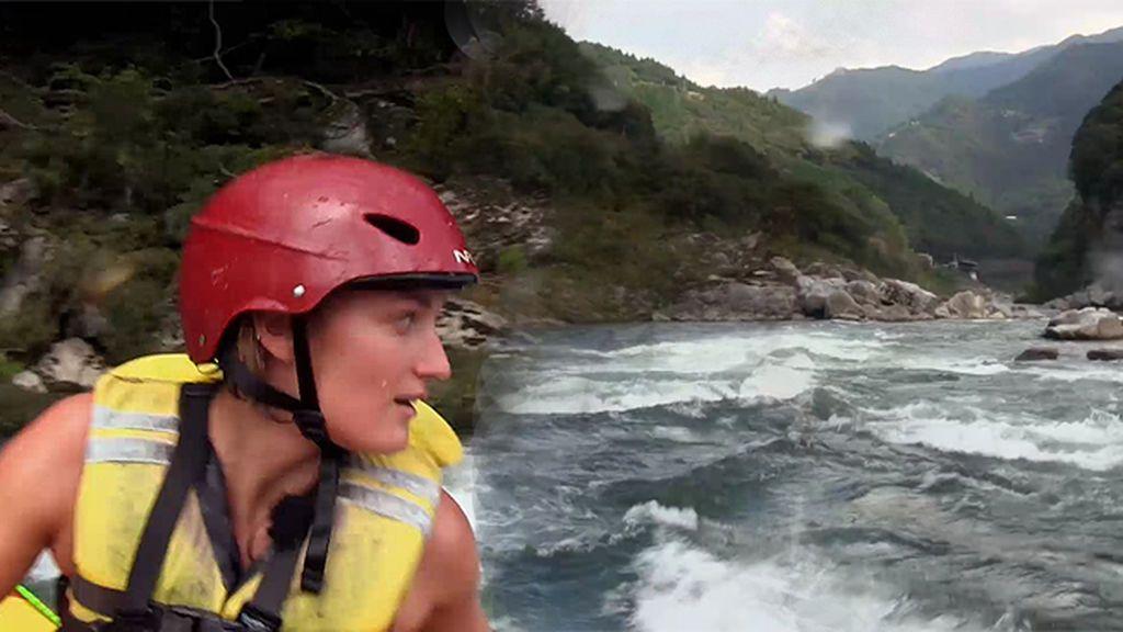 ¿Miedo al agua? Mireia Belmonte hace rafting en su primera aventura junto a Jesús Calleja