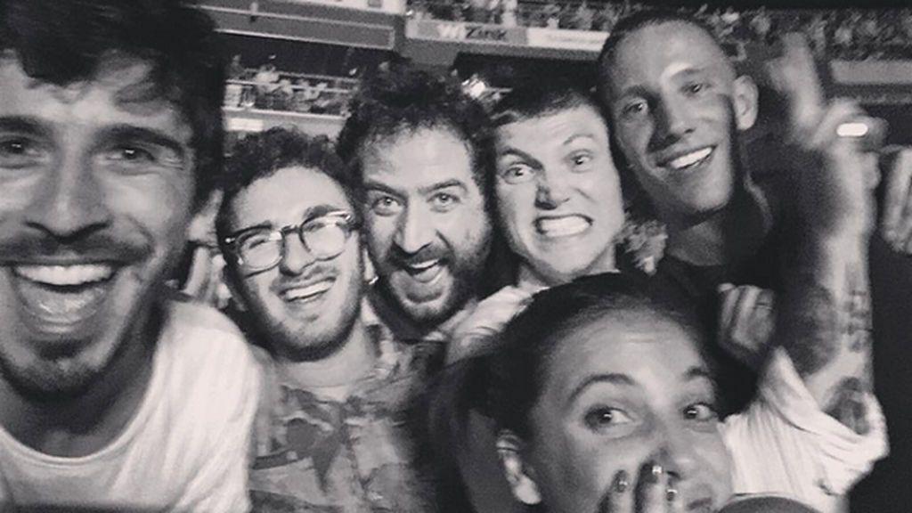 Charlie Centa, Pablo Sáez, Jara Domingín... La family Bosé-Delfín, juntos de concierto