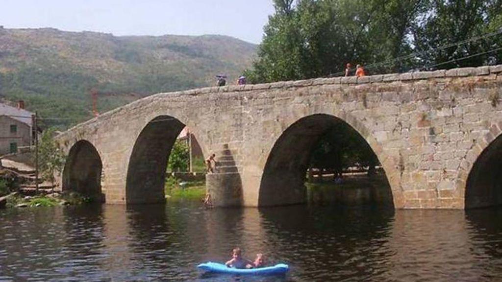 La piscina natural de Navaluenga, a pocos kilómetros de la capital
