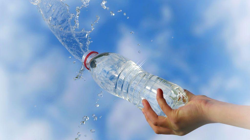 La peligrosa razón por la que nunca debes reutilizar las botellas de plástico