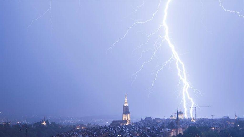 Tormenta eléctrica ilumina Berna, Suiza