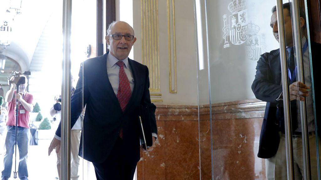 """El Congreso reprueba a Montoro que no dimitirá aunque acepta el """"reproche"""""""