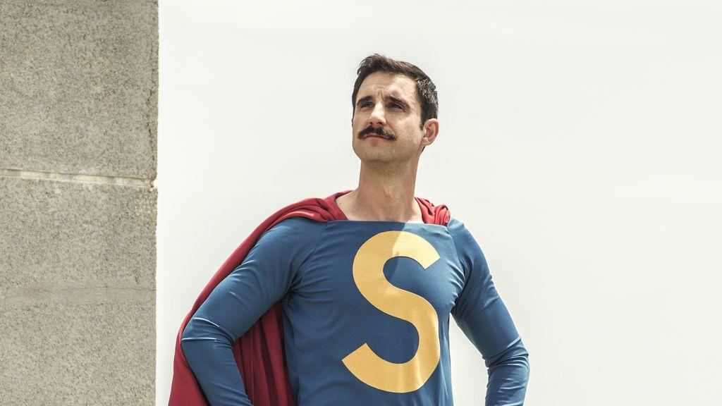 Dani Rovira a lo 'Superlópez' en la nueva película de Telecinco Cinema