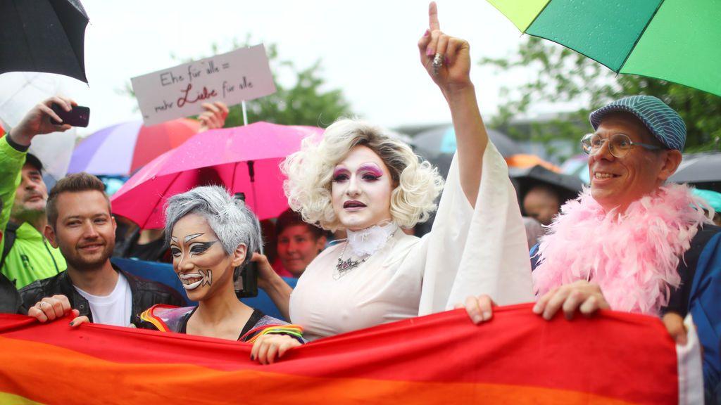 Celebraciones ante el Parlamento alemán tras la legalización del matrimonio homosexual