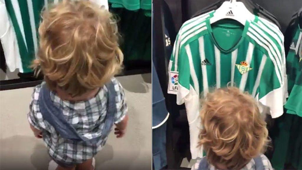 Iago, el niño de 3 años que enamora a todo el beticismo: celebra su cumpleaños cantando el himno del Betis