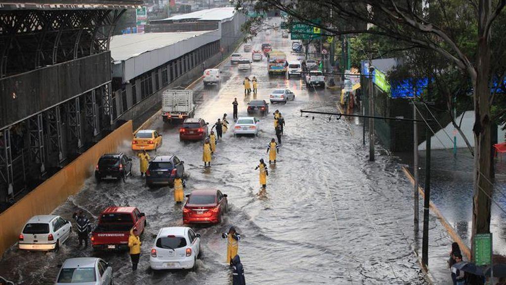 Las intensas tormentas inundan y colapsan la Ciudad de México