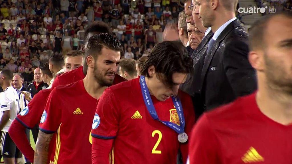Las lágrimas de los jugadores de la Sub-21 en la entrega de medallas