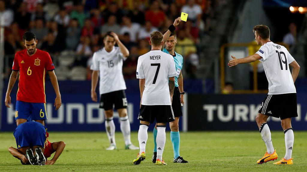 Alemania se pasa a las patadas: tres amarillas en cinco minutos