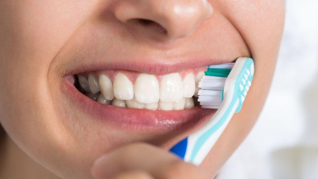 Cuatro errores que todos cometemos a la hora de lavarnos los dientes