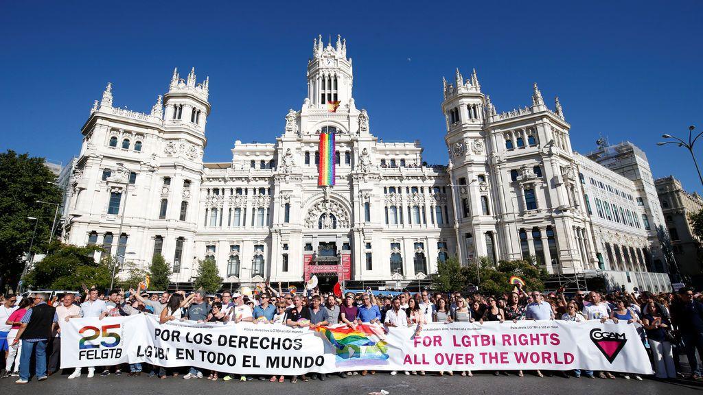 Políticos de los principales partidos encabezan la manifestación del Orgullo LGTBI