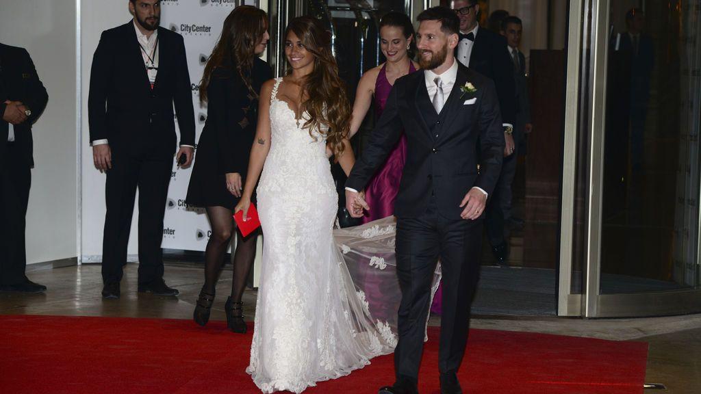 """Messi y Antonella se dieron el sí quiero en una """"ceremonia sencilla y emotiva"""""""