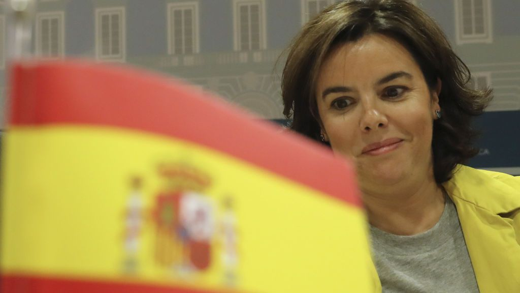 Moncloa acusa a Puigdemont de utilizar a los ayuntamientos para eludir sus responsabilidades