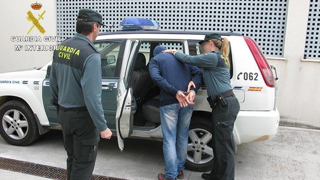 Detenidos dos hombres por agredir sexualmente a dos chicas en Alcúdia (Mallorca)
