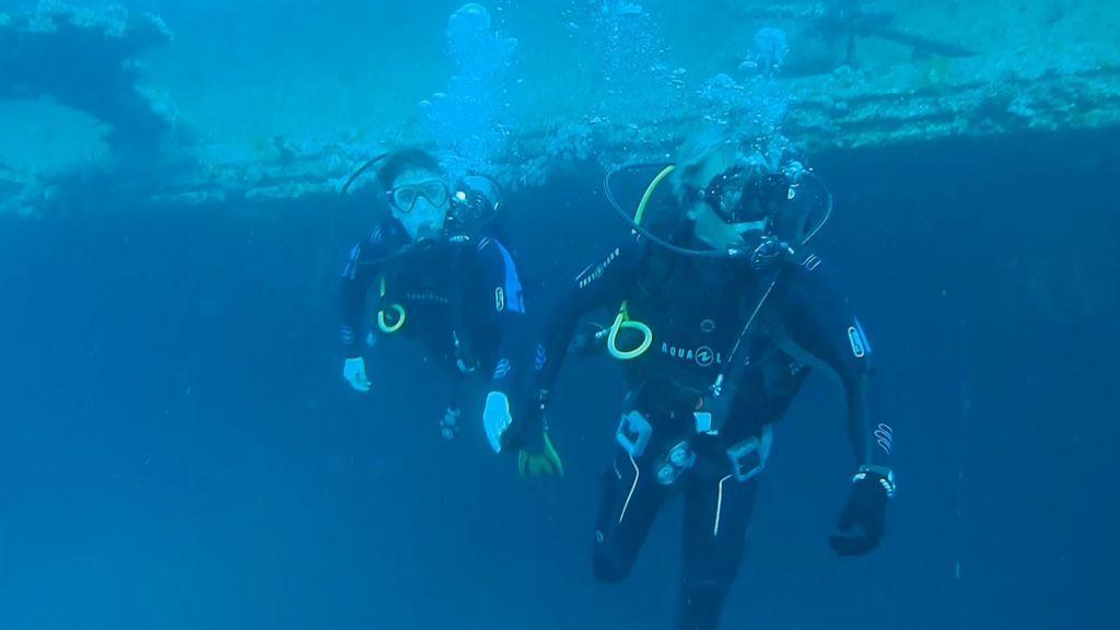 ¡Sin miedos! Jesús Calleja y Blanca Suárez se sumergen en el fondo del Mar Rojo