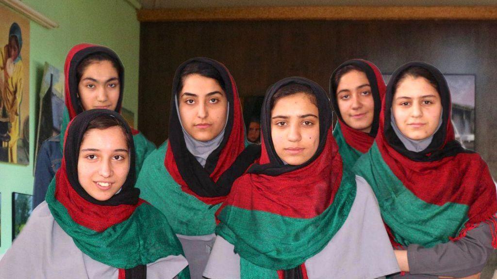 Trump impide a un equipo femenino de robótica afgano competir en un concurso
