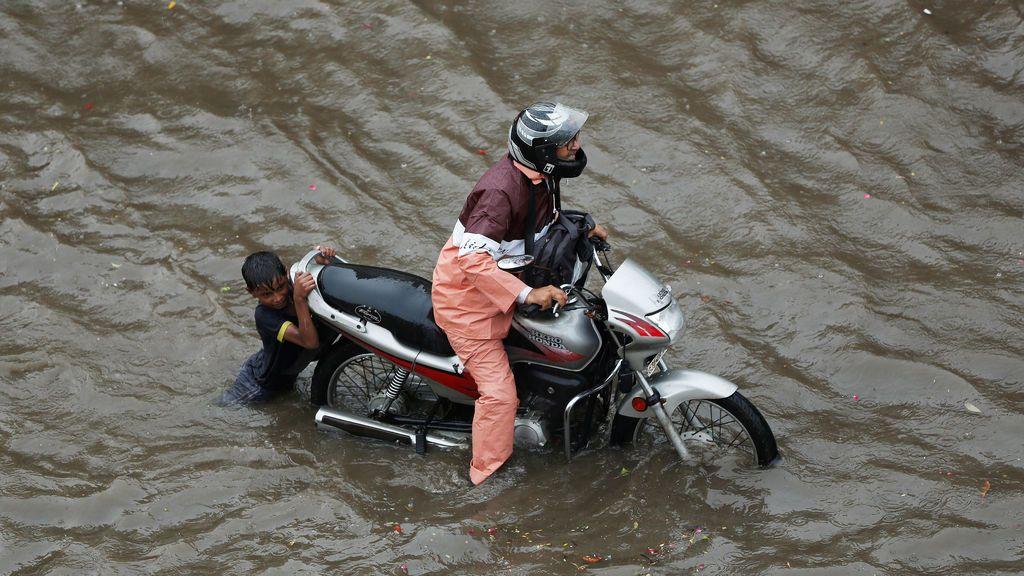 Fuertes precipitaciones en Ahmedabad, la India