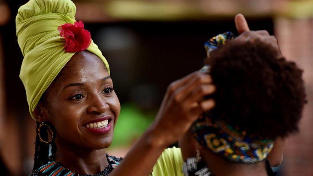 """Encuentro de peinadoras afro """"Tejiendo esperanzas"""" en Cali"""
