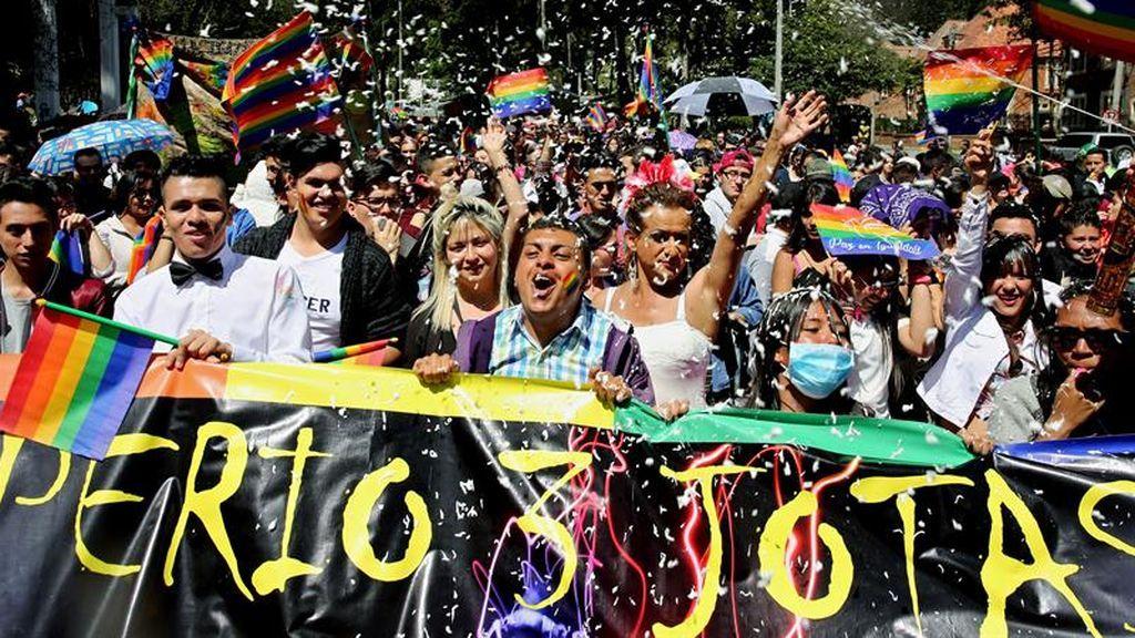 La defensa del laicismo centra la manifestación del orgullo gay en Bogotá