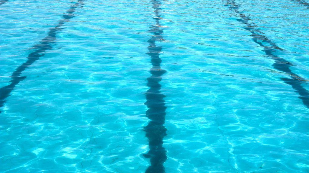 Atendidas 72 personas por inhalaci n de cloro en unas - Cloro en piscinas ...