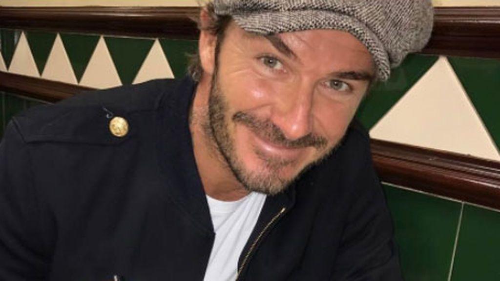 Beckham recuerda los inicios con Victoria en su aniversario con un fotón de moteros 90's