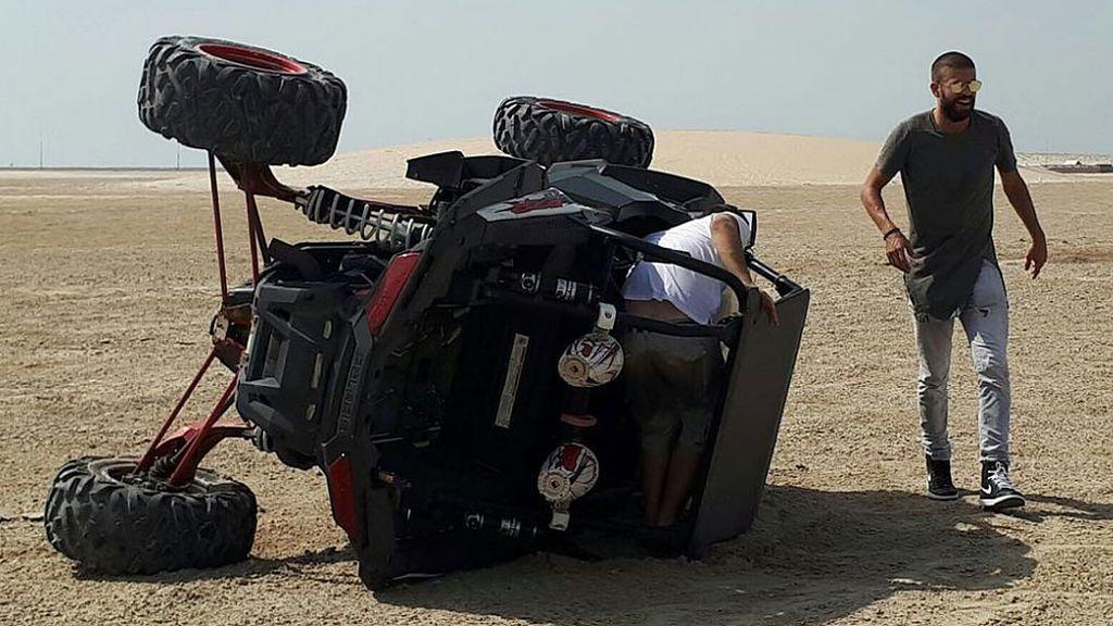 ¡Cuidado! El accidente de Gerard Piqué con un 'buggy' en las dunas del desierto 😲