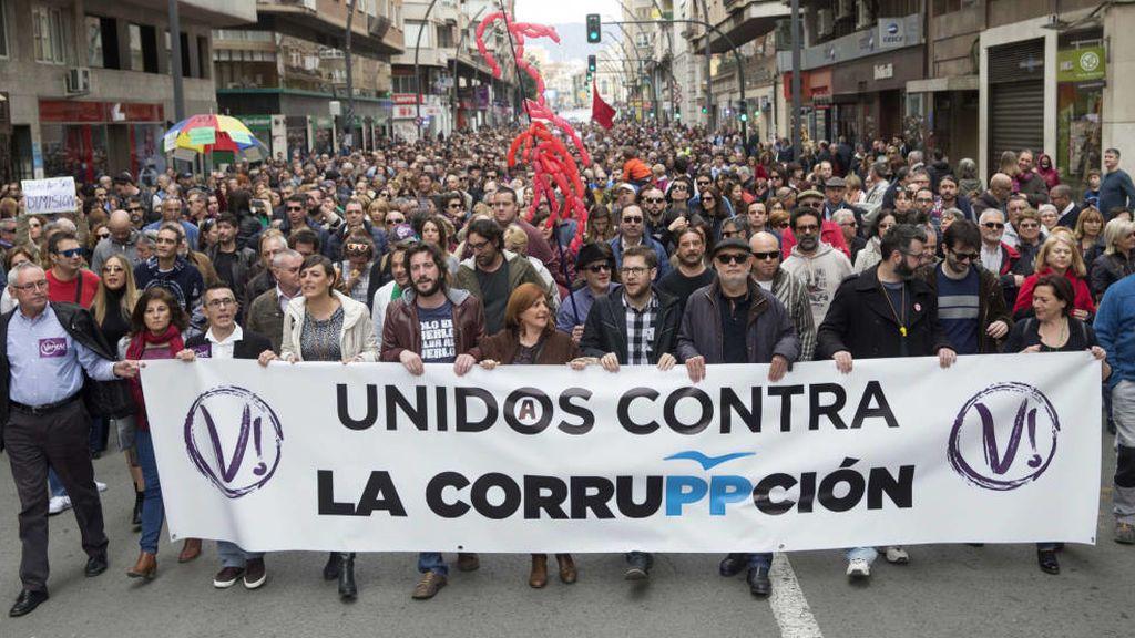 Baja cinco puntos la preocupación por la corrupción, pero sube la que generan los políticos