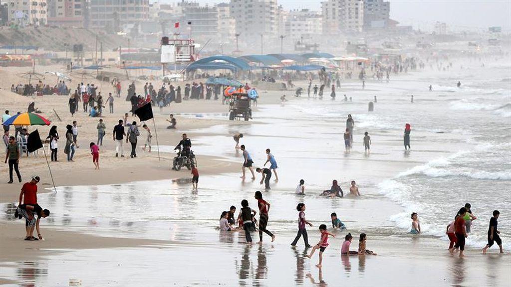 La Autoridad Palestina para la Calidad del Medio Ambiente señala la contaminación del agua en el mar