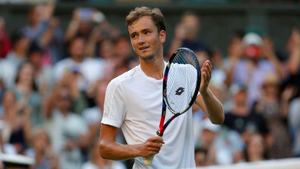La imagen que averguenza en Wimbledon: cae eliminado y lanza monedas al juez de silla