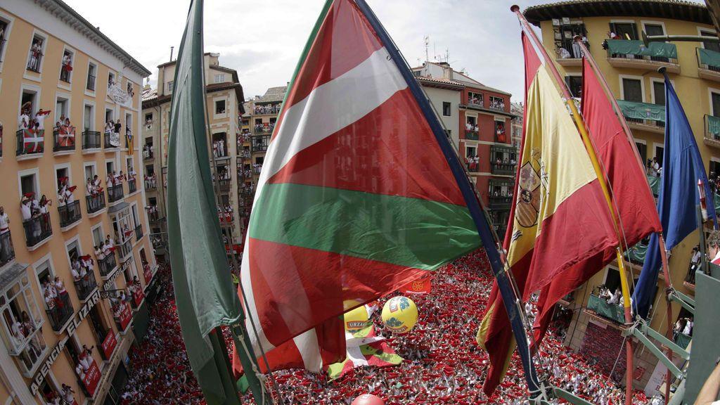 Ikurriña en el balcón del Ayuntamiento de Pamplona