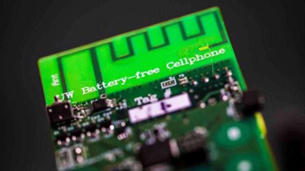 Crean el primer teléfono móvil que funciona sin batería