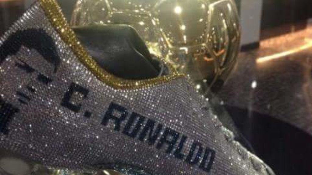 El último capricho de Cristiano Ronaldo: unas botas con diamantes de Swarovski