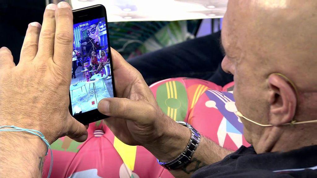 Kiko Matamoros graba a Belén Esteban con su móvil para enseñárselo a Laura M. Flores