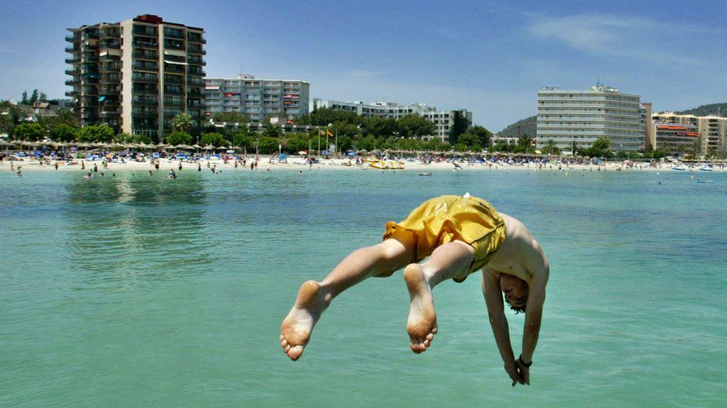 Un joven, en estado crítico tras hacer 'balconing' en un hotel de Ibiza