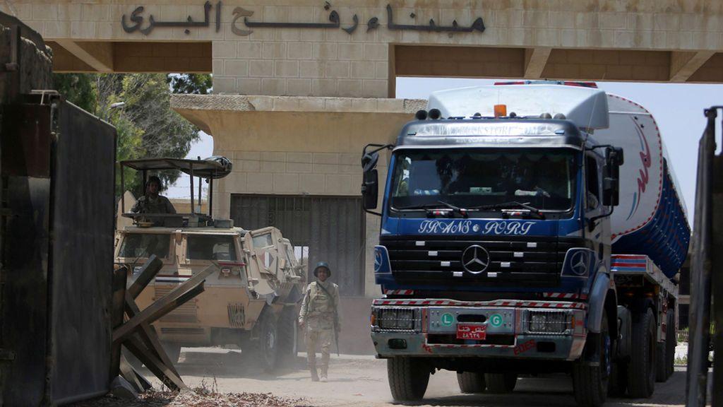 Atentado suicida en el Sinaí: Al menos 10 militares egipcios y 40 milicianos muertos