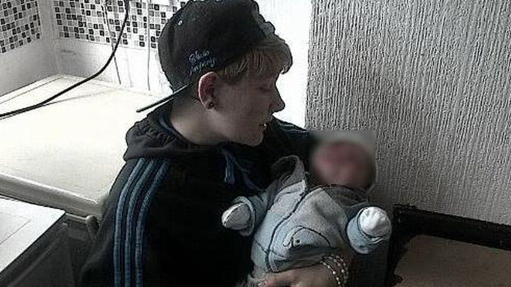 El primer joven británico en quedarse embarazado da a luz