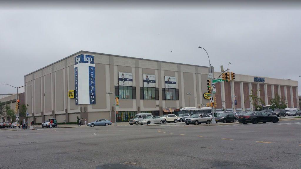Desalojan el centro comercial Kings Plaza en Nueva York ante un posible tiroteo