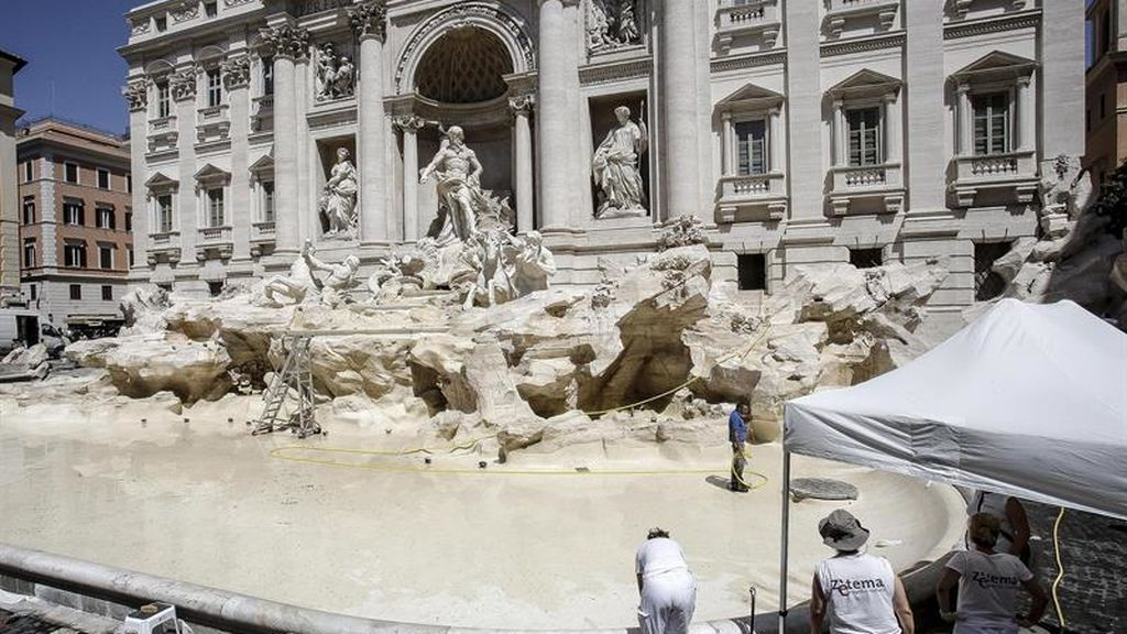 Mantenimiento de la Fontana de Trevi